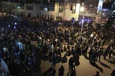 <p>Una protesta contraria al Gobierno de Jordania en las calles de Ammán, nov 15 2012. Unas 2.000 personas demandaron el viernes la abdicación del Rey Abdulá de Jordania en una manifestación en el centro de Ammán en protesta por el aumento en los precios de los combustibles, en el tercer día de manifestaciones registradas en el reino apoyado por Occidente. REUTERS/Muhammad Hamed</p>