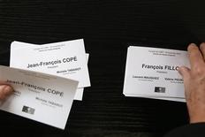 <p>Les militants UMP votent ce dimanche pour élire le président du premier parti d'opposition français que se disputent l'ancien Premier ministre François Fillon et le secrétaire général de l'UMP, Jean-François Copé. /Photo prise le 18 novembre 2012/REUTERS/Benoît Tessier</p>