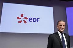 """<p>Un consortium dans lequel EDF est minoritaire a remis vendredi une lettre d'intention sur la reprise de TIGF, la filiale de transport et de stockage de gaz de Total, selon Les Echos. Par ailleurs, le PDG du groupe français PDG, Henri Proglio, a démenti les rumeurs de tensions avec François Hollande et affirmé entretenir des """"relations normales"""" avec le président français, en demandant à être jugé sur ses résultats. /Photo d'archives/REUTERS/Jacky Naegelen</p>"""