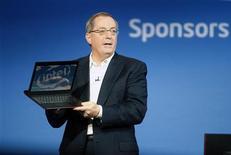 <p>Intel a annoncé lundi le départ à la retraite en mai de son Président-directeur général Paul Otellini, l'occasion peut-être pour le groupe de semi-conducteurs de prendre un nouveau départ après avoir été distancé dans l'informatique mobile. /Photo prise le 10 janvier 2012/REUTERS/Steve Marcus</p>