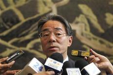 <p>El embajador de China en Colombia, Wang Xiaoyuan, en declaraciones a la prensa durante una conferencia en Bogota. 22 de noviembre, 2012. Colombia dijo el jueves que fueron liberados cuatro chinos que habían sido secuestrados hace 17 meses por las FARC, en un aparente gesto de buena voluntad de la fuerza guerrillera, que esta semana anunció un cese unilateral al fuego en medio de un diálogo de paz con el Gobierno. REUTERS/Jose Miguel Gomez</p>