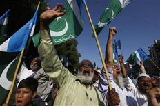 <p>Seguidores del partido político y religioso pakistaní Jamat-e-Islami participan en una manifestación en contra de Estados Unidos e Israel en Karachi, Pakistán. 23 de noviembre, 2012. El ministro de Relaciones Exteriores palestino, Riad Malki, dijo el viernes que los disparos de soldados israelíes contra un hombre palestino cerca de la frontera entre Israel y Gaza violó el acuerdo de cese al fuego. REUTERS/Akhtar Soomro</p>
