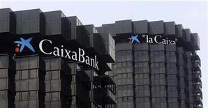 <p>Le Frob, ou fonds de restructuration des banques espagnoles, a confirmé que Caixabank, troisième banque du pays, rachèterait la banque nationalisée Banco de Valencia. Le Frob injectera 4,5 milliards d'euros dans Banco de Valencia, qui sera ensuite vendue à La Caixa pour un euro symbolique. /Photo d'archives/REUTERS/Albert Gea</p>