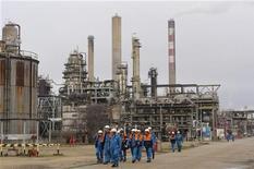 <p>Le site Petroplus de Petit-Couronne. Laurent Fabius a démenti mercredi l'information selon laquelle la Libye investirait dans cette raffinerie placée en redressement judiciaire en janvier. /Photo prise le 24 février 2012/REUTERS/Philippe Wojazer</p>