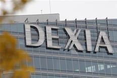 <p>La banque franco-belge Dexia s'attend à perdre environ un milliard d'euros l'an prochain, selon des journaux belges citant son directeur général Karel De Boeck. Il a déclaré devant une commission parlementaire belge que Dexia devrait être déficitaire jusqu'en 2018, ajoute la presse. /Photo prise le 8 novembre 2012/REUTERS/John Schults</p>