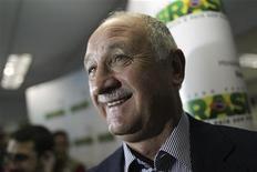 <p>Luiz Felipe Scolari va être nommé sélectionneur du Brésil en vue de la Coupe du monde 2014, dont il sera le pays hôte. Il remplacera Mano Menezes limogé vendredi dernier. /Photo prise le 25 septembre 2012/REUTERS/Ueslei Marcelino</p>