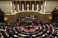 <p>Le Sénat français a rejeté mercredi soir le projet de loi de finances pour 2013, le premier projet de budget du quinquennat de François Hollande. /Photo d'archives/REUTERS/Charles Platiau</p>