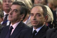 <p>Pour 38% des Français, la crise de l'UMP, à la tête duquel Jean-François Copé et François Fillon se livrent une guerre fratricide, profite d'abord au Front national, selon un sondage CSA pour BFM TV. Ils sont 20% à voir l'UDI de Jean-Louis Borloo en profiter et le Parti socialiste est cité par 17% d'entre eux. Un quart des personnes interrogées ne se prononcent pas. /Photo prise le 27 septembre 2012/REUTERS/Jean-Yves Bonvarlet</p>