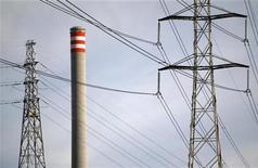 <p>Mitsubishi Heavy Industries et Hitachi fusionnent leurs activités de production d'électricité d'origine fossile. Mitsubishi Heavy aura une participation de 65% dans la société issue de ce rapprochement qui verra le jour en janvier 2014, Hitachi détenant les 35% restants. /Photo d'archives/REUTERS/Mick Tsikas</p>