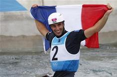 <p>Tony Estanguet, triple champion olympique de canoë, met fin à sa carrière à l'âge de 34 ans. /Photo prise le 31 juillet 2012/REUTERS/Suzanne Plunkett</p>