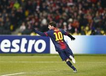 <p>Les joueurs de Barcelone Lionel Messi et Andres Iniesta et l'attaquant du Real Madrid Cristiano Ronaldo ont été nominés pour le titre de Ballon d'Or, jeudi, à Sao Paulo. L'Argentin Messi, vainqueur du prix ces trois dernières années, sera encore une fois favori. /Photo prise le 20 novembre 2012/REUTERS/Grigory Dukor</p>