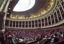 <p>Les députés français ont adopté jeudi le projet de loi qui prévoit la création de la Banque publique d'investissement (BPI) qui disposera d'environ 40 milliards d'euros destinés aux PME. /Photo d'archives/REUTERS/Charles Platiau</p>