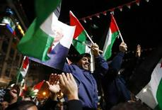 <p>Palestinos celebran en Cisjordania después de que la ONU reconociera implícitamente el jueves un Estado soberano de Palestina. Nov 29, 2012. REUTERS/Marko Djurica</p>