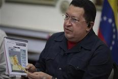 <p>Imagen de archivo del presidente de Venezuela, Hugo Chávez, durante un consejo de ministros en el palacio Miraflores de Caracas, nov 15 2012. ¿Viene o no viene? Una cumbre de la unión aduanera Mercosur en Brasilia será el viernes un nuevo test para la salud del presidente venezolano Hugo Chávez, que lleva semanas sin aparecer en público tras un tratamiento contra un cáncer. REUTERS/Miraflores Palace/Handout Imagen para uso no comercial, ni ventas, ni archivos. Solo para uso editorial. No para su venta en marketing o campañas publicitarias. Esta imagen fue entregada por un tercero y es distribuida, exactamente como fue recibida por Reuters, como un servicio para clientes.</p>