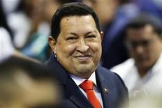 <p>Foto de archivo del presidente de Venezuela, Hugo Chávez, tras recibir su certificado de reelección al cargo en Caracas, oct 10 2012. Chávez no asistirá a la cumbre de la unión aduanera Mercosur el viernes en Brasilia, dijeron fuentes oficiales, en medio de especulaciones sobre su salud mientras se somete a un tratamiento complementario para el cáncer. REUTERS/Jorge Silva</p>