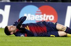 <p>Lionel Messi a été inclus samedi dans le groupe du FC Barcelone qui rencontrera le Betis Séville dimanche ce qui confirme que la blessure au genou gauche qu'il a subie mercredi en Ligue des champions contre Benfica est sans gravité. /Photo prise le 5 décembre 2012/REUTERS/Gustau Nacarino</p>