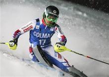<p>Le Français Alexis Pinturault a remporté samedi le slalom de Val d'Isère dont la deuxième manche a été disputée en nocturne en raison des conditions atmosphériques. /Photo prise le 8 décembre 2012/REUTERS/Emmanuel Foudrot</p>