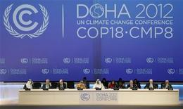<p>A Doha, près de 200 pays se sont mis d'accord samedi, après de difficiles discussions, pour prolonger jusqu'en 2020 la durée de vie du protocole de Kyoto et poursuivre ainsi la lutte contre le réchauffement climatique. /Photo prise le 26 novembre 2012/REUTERS/Fadi Al-Assaad</p>