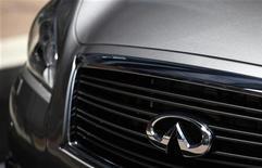<p>Infiniti, la division haut de gamme de Nissan, s'attend à ce que le marché automobile premium enregistre l'an prochain une croissance de 8% dans le monde. /Photo d'archives/REUTERS/Tyrone Siu</p>