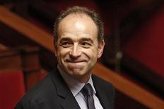 """<p>Le président proclamé de l'UMP Jean-Francois Copé s'est déclaré """"heureux"""" mardi au lendemain de l'accord conclu avec l'ancien Premier ministre François Fillon qui met un terme à quatre semaines de """"cauchemar"""" au sein de l'UMP. /Photo prise le 11 décembre 2012/REUTERS/Charles Platiau</p>"""