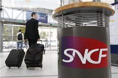 <p>L'Autorité de la concurrence a condamné la SNCF à une amende de 60,9 millions d'euros pour avoir entravé l'entrée de nouveaux opérateurs sur le marché du transport ferroviaire de fret ouvert à la concurrence en 2006. /Photo d'archives/REUTERS/Stephane Mahé</p>