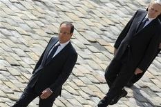 """<p>François Hollande dit n'avoir """"aucune raison"""" de changer de Premier ministre malgré sa forte baisse de popularité depuis la gestion du dossier du site ArcelorMittal de Florange, selon des propos rapportés dans Le Point à paraître jeudi. /Photo prise le 14 juin 2012/REUTERS/Philippe Wojazer</p>"""