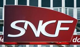 <p>L'Autorité de la concurrence a condamné mardi la SNCF à une amende de 60,9 millions d'euros pour avoir entravé l'entrée de nouveaux opérateurs sur le marché du transport ferroviaire de fret, ouvert à la concurrence en 2006. /Photo d'archives/REUTERS</p>