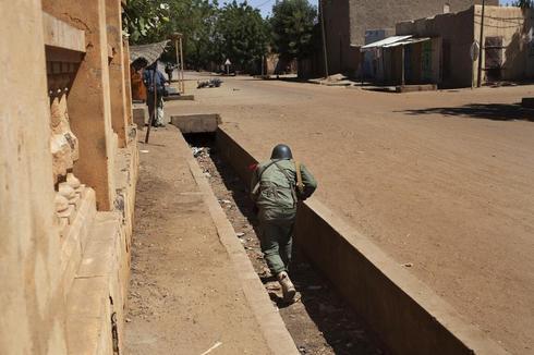Mali street battle
