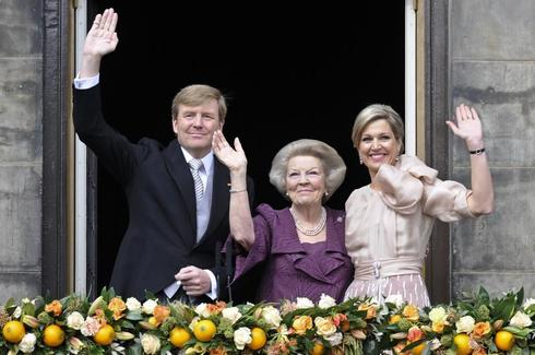 Queen Beatrix passes crown to son