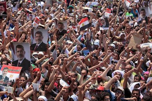 Mursi supporters rally