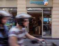 """Le groupe Bouygues va lancer une nouvelle offre """"triple-play"""" internet, télévision, téléphonie fixe, à 19,99 euros par mois. L'offre, sans engagement, sera disponible à partir du 3 mars dans les principales grandes agglomérations françaises de plus de 100 000 habitants, sur le réseau Bouygues Telecom.  /Photo d'archives/REUTERS/Jacky Naegelen"""