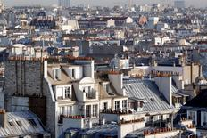 Les prix des logements anciens en France ont augmenté de 0,3% au quatrième trimestre 2013, semblant se stabiliser après deux ans de baisse, portés par les prix des maisons, selon les chiffres provisoires corrigés des variations saisonnières publiés jeudi par l'Insee. /Photo d'archives/REUTERS/Mal Langsdon