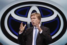 Didier Leroy, président de la filiale européenne de Toyota a déclaré que le constructeur prévoyait de vendre plus de 865.000 voitures en Europe cette année contre 847.530 en 2013, /Photo d'archives/REUTERS/Christian Hartmann