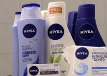 Beiersdorf, le fabricant de la crème Nivea, annonce mardi un bénéfice 2013 en hausse de près de 10% à 814 millions d'euros mais inférieur aux attentes, ainsi qu'une stabilité de son dividende. /Photo d'archives/REUTERS/Fabian Bimmer