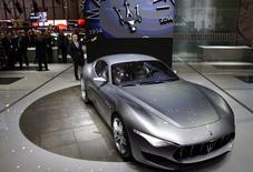 Fiat Chrysler Automobiles envisage de débuter la production de carrosseries pour son nouveau SUV Maserati Levante en 2015 dans son usine italienne de Mirafiori, a déclaré mercredi son administrateur délégué. La production du coupé Maserati Alfieri (photo) pourrait de son côté commencer d'ici 28 mois. /Photo prise le 4 mars 2014/REUTERS/Arnd Wiegmann