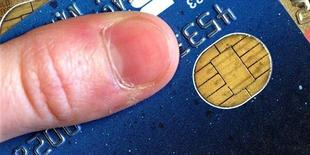 Gemalto, le spécialiste des cartes à puces, affiche un bénéfice d'exploitation 2013 en hausse de 14% à 348 millions d'euros. Le chiffre d'affaires annuel est en progression de 7% à 2,38 milliards d'euros. /Photo d'archives/REUTERS