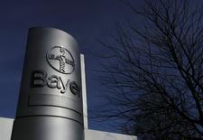 Bayer veut augmenter ses ventes pharmaceutiques de 8% en moyenne annuellement jusqu'en 2016, une croissance portée par de nouveaux médicaments. /Photo prise le 24 février 2014/REUTERS/Ina Fassbender