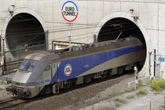 Vingt ans après l'inauguration du tunnel sous la Manche, son exploitant Eurotunnel a dit jeudi être pour la première fois confiant dans son avenir avec des objectifs renforcés de rentabilité, fruits d'une fréquentation record et de son activité de fret ferroviaire. /Photo d'archives/REUTERS/Pascal Rossignol