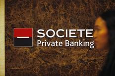 DBS, première banque de Singapour, annonce lundi un accord en vue du rachat des activités de banque privée en Asie de Société générale, opérées depuis Singapour et Hong Kong, pour un montant de 220 millions de dollars en numéraire(158 millions d'euros). /Photo d'archives/REUTERS/Edgar Su