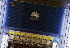 La Chine va renforcer les mesures de sécurité sur internet, en réplique aux intrusions prêtées aux Etats-Unis dans les serveurs du géant des télécommunications chinois Huawei. /Photo d'archives/REUTERS/Bobby Yip