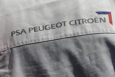 PSA Peugeot Citroën va augmenter la cadence de son usine de Valenciennes (Nord) au deuxième trimestre pour répondre à la demande chinoise en boîtes de vitesse automatiques. /Photo d'archives/REUTERS/Philippe Wojazer