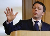 Le gouvernement de Matteo Renzi pourrait nommer de nouveaux dirigeants à la tête de plusieurs grands groupes dont l'Etat italien est actionnaire, y compris le géant pétrolier Eni, selon plusieurs sources gouvernementales, politiques et industrielles. /Photo prise le 1er avril 2014/REUTERS/Kirsty Wigglesworth/Pool