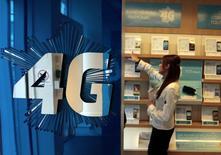 Bouygues gagnait 1,36%, plus forte hausse du CAC 40 (-0,79%) à 12h36. Selon le journal Le Parisien-Aujourd'hui en France, Free négocie le rachat de Bouygues Telecom après le duel perdu par Bouygues pour le rachat de SFR à Vivendi. /Photo prise le 5 mars 2014/REUTERS/Eric Gaillard