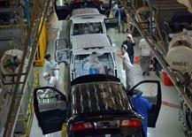 Les ventes de voitures neuves en Chine ont progressé de 6,6% en mars, soit nettement moins que la hausse de 18% observée en février, selon l'Association chinoise des constructeurs automobiles (CAAM). /Photo d'archives/REUTERS