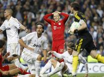 Bayern Munich's Arjen Robben (C) reacts after missing a scoring opportunity during their Champions League semi-final second leg soccer match against Real Madrid at Santiago Bernabeu stadium in Madrid, April 25, 2012.   REUTERS/Susana Vera (SPAIN  - Tags: SPORT SOCCER)  - RTR317Z3