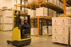 L'Organisation mondiale du Commerce (OMC) a légèrement relevé à sa prévision de croissance du commerce international en 2014 pour la porter à 4,7% tout en disant ne pas s'attendre à ce qu'elle revienne à sa tendance historique de 5,3% avant 2015. /Photo d'archives/REUTERS/Charles Platiau