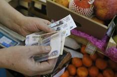L'économie russe s'est contractée au cours des trois premiers mois de l'année, a annoncé mercredi le ministre de l'Economie, soulignant l'impact des tensions géopolitiques avec l'Ukraine sur la fuite des capitaux. /Photo d'archives/REUTERS/Maxim Shemetov