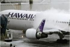 Un adolescent de seize ans a survécu à un vol de cinq heures entre la Californie et Hawaï dissimulé dans le train d'atterrissage d'un avion de ligne de la compagnie aérienne Hawaiian Airlines. /Photo d'archives/REUTERS/Cliff DesPeaux