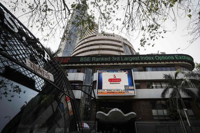 The Bombay Stock Exchange (BSE) building is pictured next to a police van in Mumbai April 9, 2014. . REUTERS/Danish Siddiqui