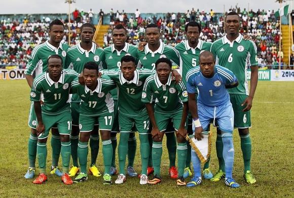 Nigeria's players line up for a team photo before their 2014 World Cup qualifying soccer match against Malawi in Calabar September 7, 2013.  REUTERS/Afolabi Sotunde